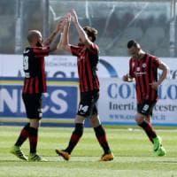 Lega Pro, il Foggia batte il Lecce 3-0 davanti a 20mila tifosi:  è in fuga