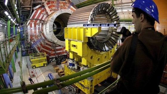 """Fisica, 5 nuove particelle  scoperte dai ricercatori di Bari: """"Ecco i misteri dell'universo"""""""