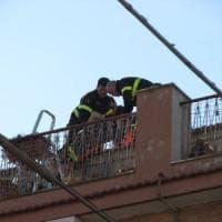 Lucera, 32enne precipita col parapendio sul terrazzo di una palazzina: non è in pericolo...