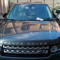 Bari, il suv parcheggiato in centro ha un pass residenti taroccato: scatta