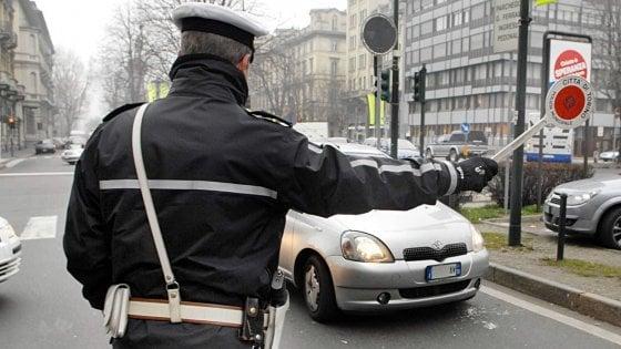 """Foggia, migrante investe un vigile e ne accoltella un altro: preso. Il sindaco: """"Troppi stranieri"""""""