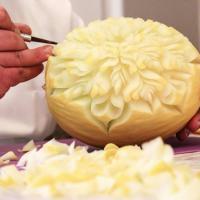 Il cibo diventa una scultura: a Barletta l'arte dell'intaglio