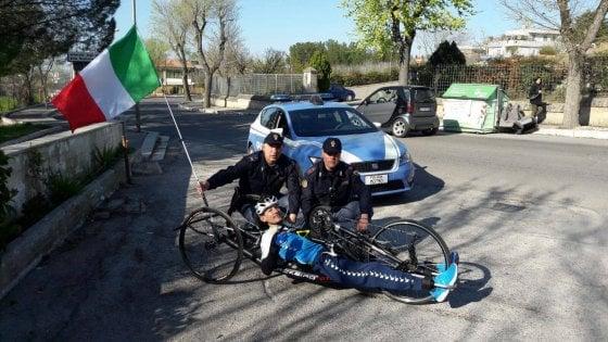 """Handbike, atleta paralimpico si allena a Matera e la polizia avverte su Fb: """"Non investitelo"""""""