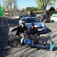 Handbike, atleta paralimpico si allena a Matera e la polizia avverte su