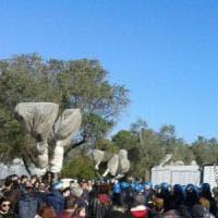 Gasdotto Tap, alta tensione nel Salento: la polizia forza il blocco e fa