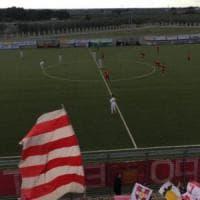 Calcio, il portiere del Barletta picchiato dopo il derby perso. La società