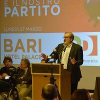 """Congresso Pd, Michele Emiliano battuto da Renzi nel suo circolo di Bari: """"Provino a fare..."""