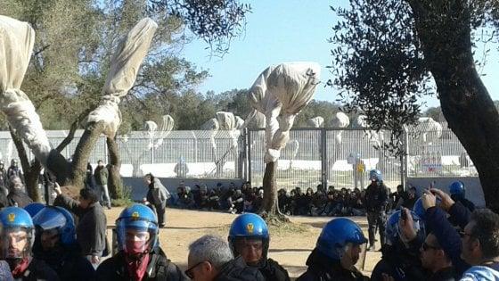 Gasdotto Tap, polizia allontana i manifestanti dal cantiere. Sindaci salentini ancora in prima linea