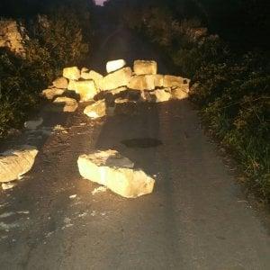 Gasdotto Tap, in Salento sospeso l'espianto degli ulivi. I manifestanti bloccano le strade