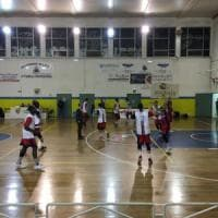 Lecce, blitz degli incappucciati nel match di basket: sprangate ai tifosi del Taranto