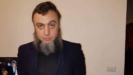 """Terrorismo, il camionista barese indagato si taglia la barba e sconfessa l'Isis: """"Ho esagerato"""""""