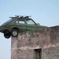 Sul tetto c'è una Fiat 127: è l'omaggio a nonno Nicola