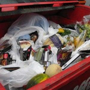 Sprechi alimentari, in Puglia 310mila tonnellate di cibo nella spazzatura in un anno