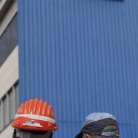 Lavoro, a Taranto è crisi dell'indotto: licenziamenti e tagli nelle imprese al servizio di Ilva e Boeing