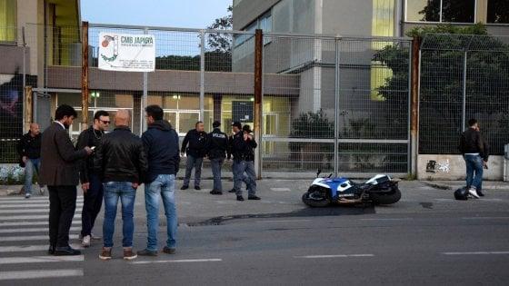 Bari, ritrovata bruciata l'auto dei killer di Japigia: caccia a due uomini