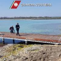 Abusi edilizi nell'oasi naturale di Torre Guaceto, sequestrato un pontile sugli scogli: 4...