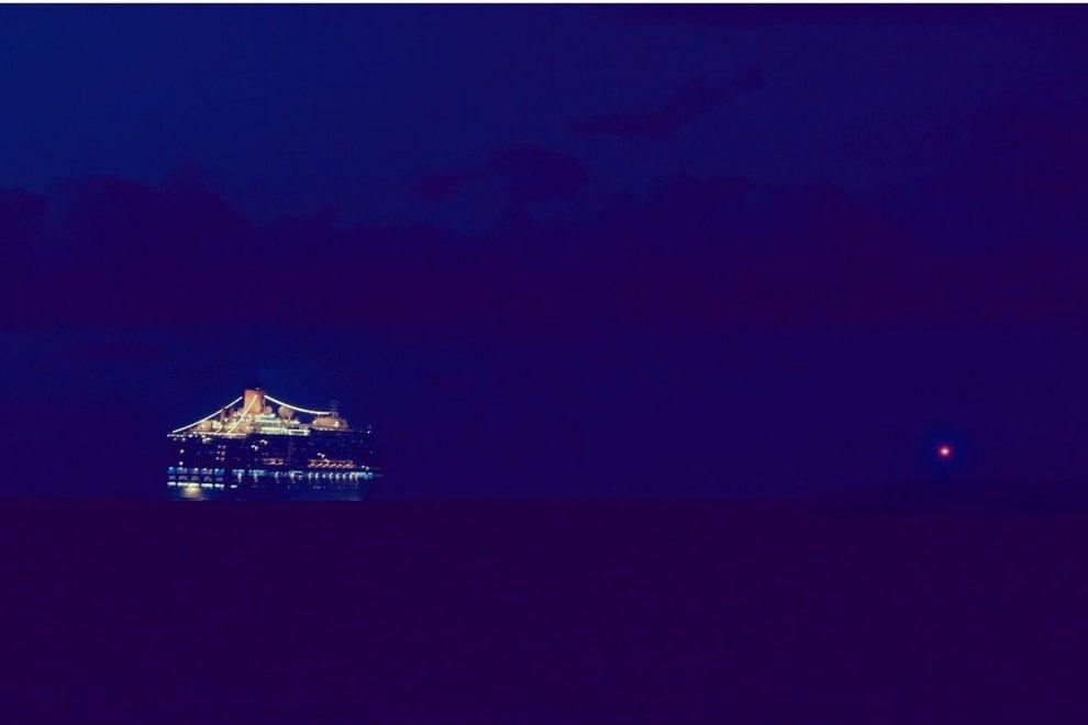 Una giostra nel mare di Bari: è la nave da crociera