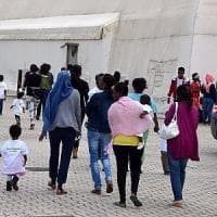 Bari, il dramma delle migranti stuprate sui barconi: un protocollo per farle abortire