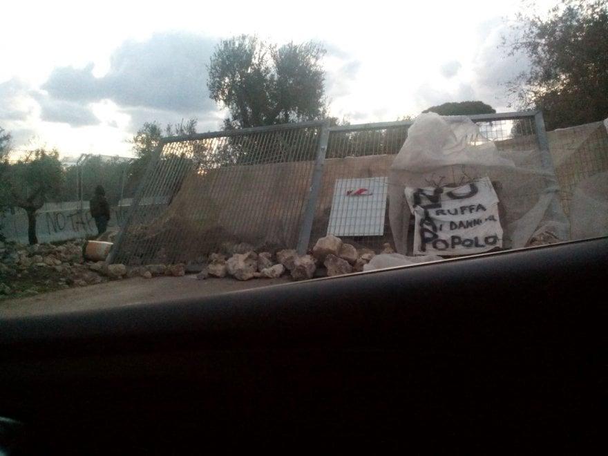 Gasdotto Tap, ecco le barricate per bloccare i lavori