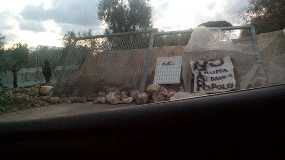 Gasdotto Tap, barricate sul cantiere: blitz notturno per bloccare i lavori dopo il sì del Tar