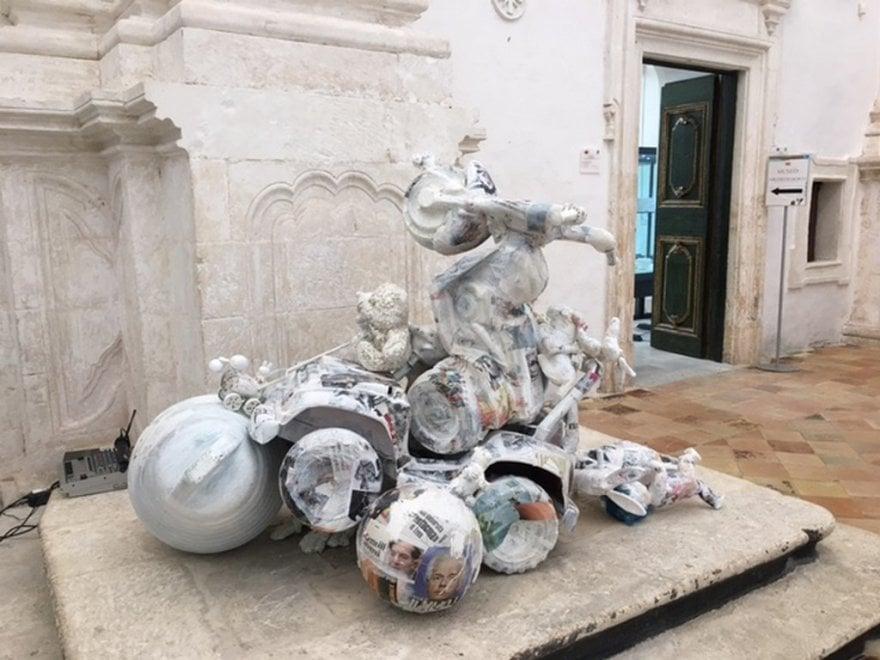 Ostuni, da giocattoli usati a sculture: la mostra in chiesa