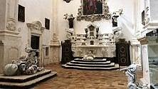 I giochi sono sculture in mostra nella chiesa