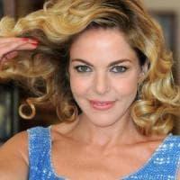Bisceglie, Claudia Gerini litiga con un paparazzo sul lungomare: era in