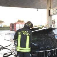 Barletta, fumo dal motore: Maserati incenerita dalle fiamme