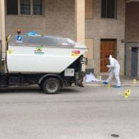 Foggia, un netturbino 37enne ucciso in strada: nel 2002 aveva commesso un omicidio