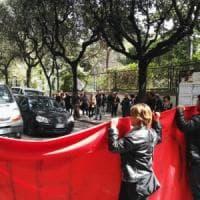 """Gasdotto, i No Tap protestano contro il blitz e bloccano le autobotti. L'azienda: """"Ulivi a..."""