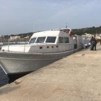 Migranti, 115 sbarcano in Salento a bordo di un motoryacht: tutti uomini, fra loro due...