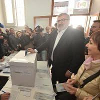 Primarie Pd, in Puglia affluenza record e caos ai seggi: a Nardò voto sospeso