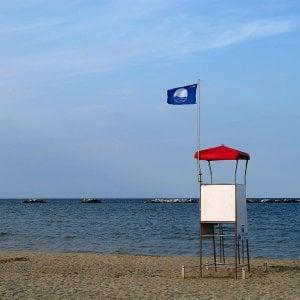 Bandiere Blu, le 11 perle della Puglia: c'è la spiaggia del gasdotto Tap, Gargano bocciato