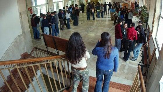 """Scuola, via il voto in condotta in un istituto del Leccese. I genitori in rivolta: """"Lo rivogliamo"""""""