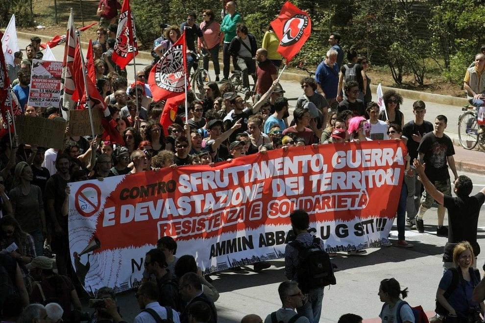 Bari, il corteo degli antagonisti contro il G7