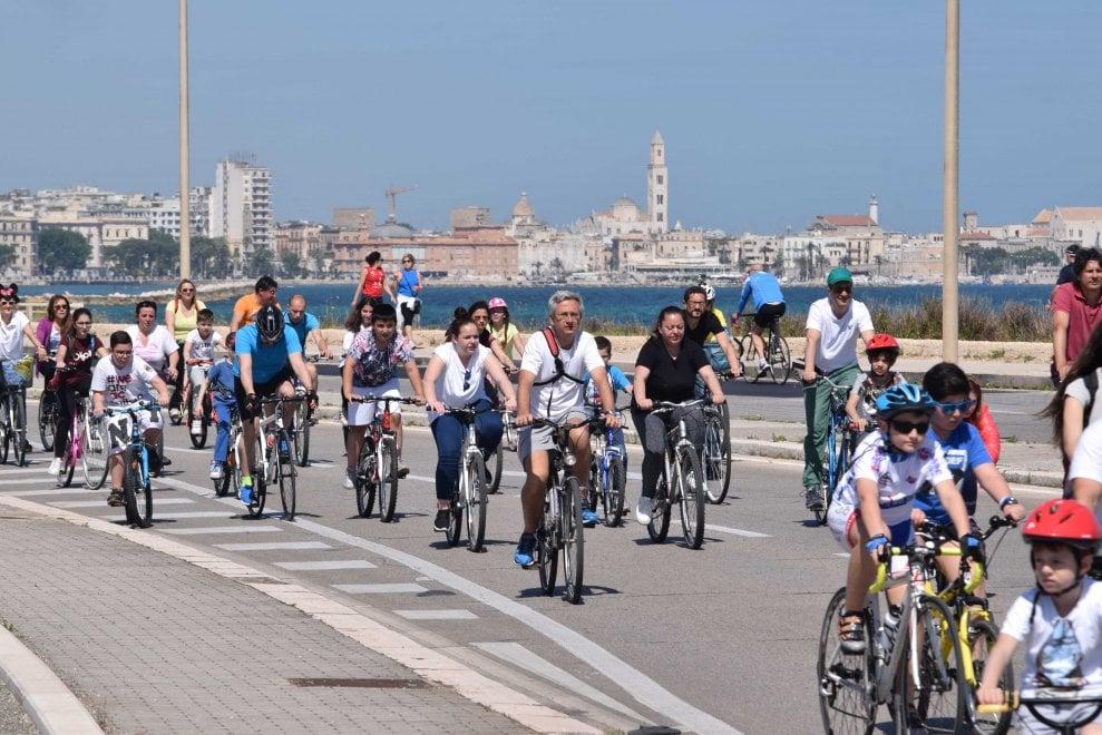 Bimbinbici, in 2mila a Bari sul lungomare senz'auto