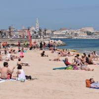 A Bari è già estate: bagni e tintarella a Pane e pomodoro