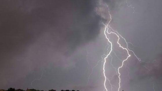 DISO - 40enne ucciso da un fulmine mentre passeggia per strada