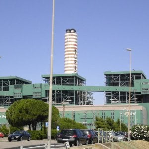 Corruzione, indagati altri due dirigenti dell'Enel di Brindisi: tangenti per 230mila euro