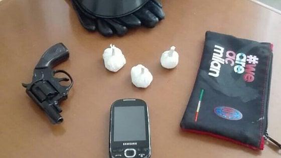 La ragazza con la pistola, a Bisceglie arrestata una 22enne che aveva in casa un'arma clandestina