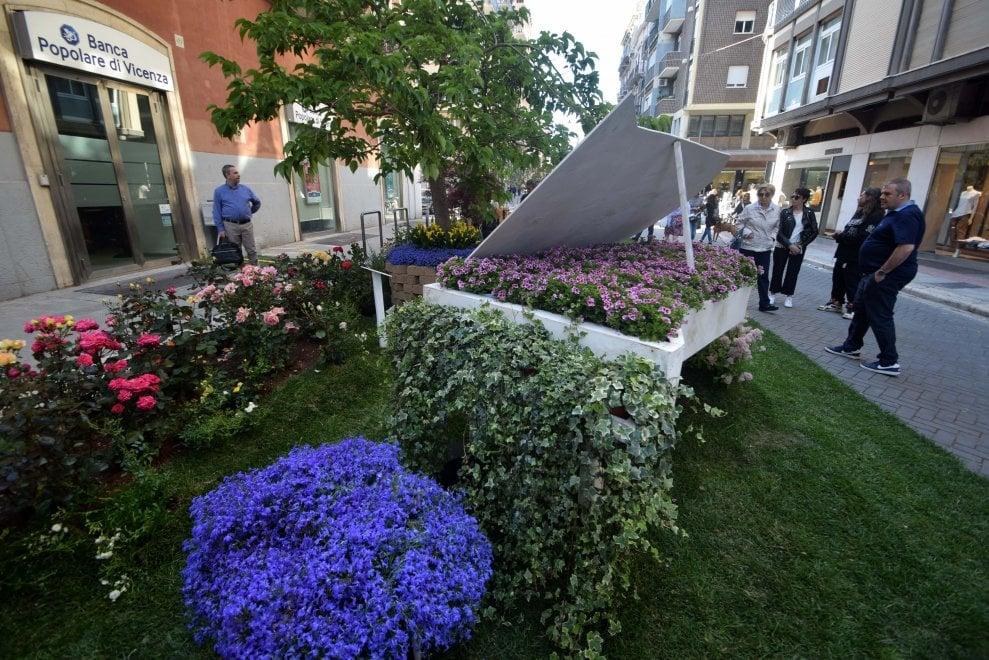 Bari, in pieno centro fioriscono giardini da fiaba