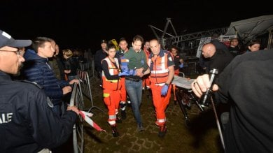 Foto  Bari, paura a Pane e pomodoro: crolla palco per tromba d'aria, un ferito   video