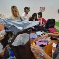 Bari, gara di solidarietà dopo gli sbarchi: 200 donazioni e uffici comunali