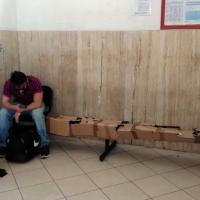 Bari, lo sfacelo nella sala d'attesa delle Ferrovie Sud Est