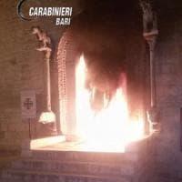 Trani, individuato il piromane che appiccò il fuoco al portale della chiesa