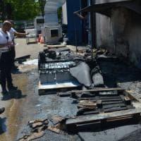 Bari, batterie a fuoco nel recinto di stoccaggio dell'ospedale pediatrico.