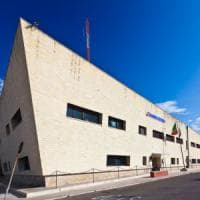 Lecce, prometteva ai colleghi trasferimenti in cambio di soldi: arrestata una guardia...