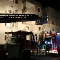 Incendio nel Brindisino, evacuata una palazzina: anche tre bambini fra i