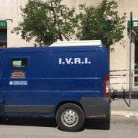 Cerignola, assalto al portavalori a colpi di kalashnikov: i rapinatori fuggono