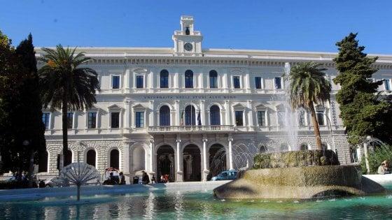 ab0821a887 Ateneo di Bari, cda lampo: studenti chiedono rinuncia a gettoni da 130  euro, ma i prof li incassano